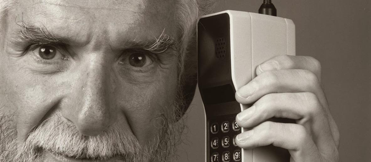 1973 / LE PREMIER TELEPHONE PORTABLE DANS LES RUES DE NEW YORK