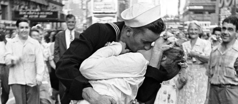 George Mendonsa, le marin du célèbre cliché du baiser de Times Square est mort
